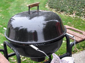Grill with lid on and spacers in place